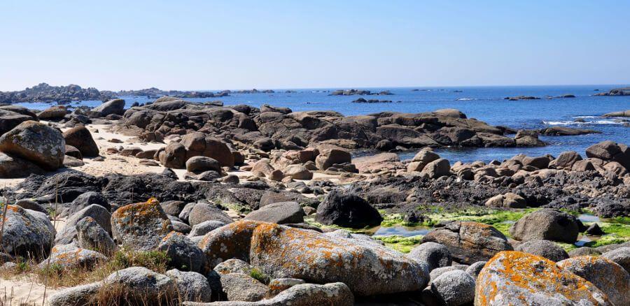 qué ver en o grove paseo maritimo playas pedras negras