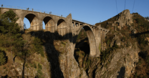 gundián paso da cova puente ferrocarril