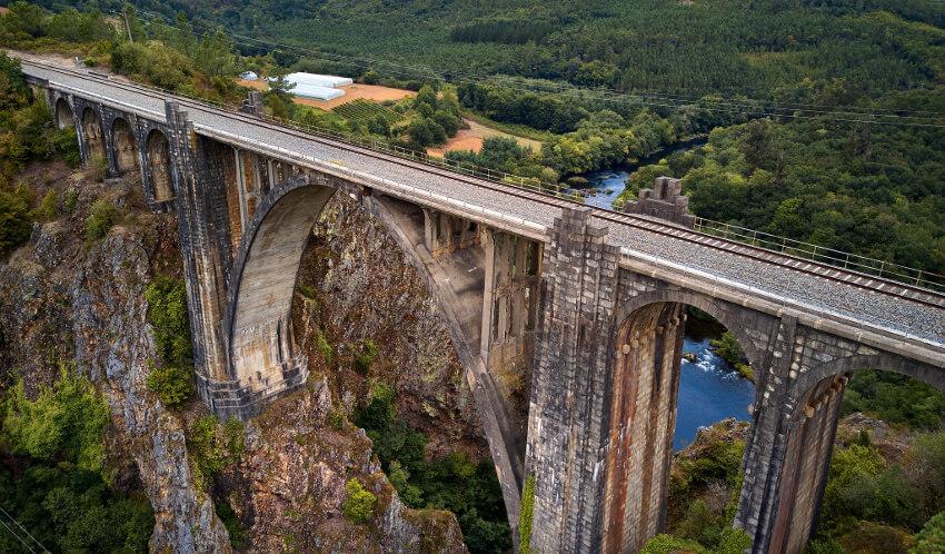 gundián viaducto antiguo ferrocarril